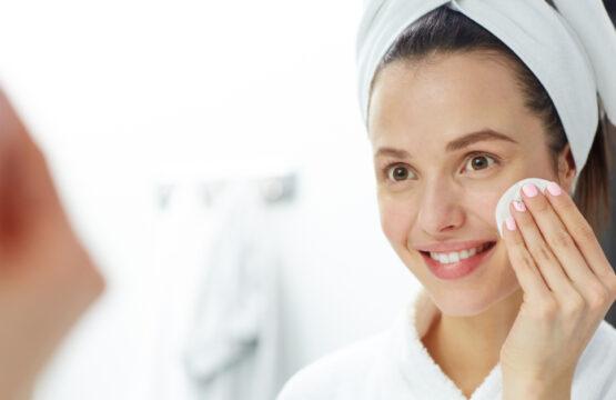 Natural Make-up Remover: Jojoba Oil and Coconut Oil