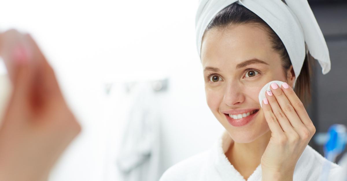 Natural Makeup Remover: Jojoba Oil and Coconut Oil